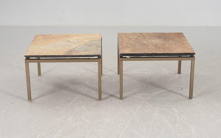 Bukowskis Market   SOFFBORD Ett par, 1970-tal.  Kvadratisk oslipad stenskiva. Mässingsunderrede. Längd 60, bredd 60, höjd 40 cm.