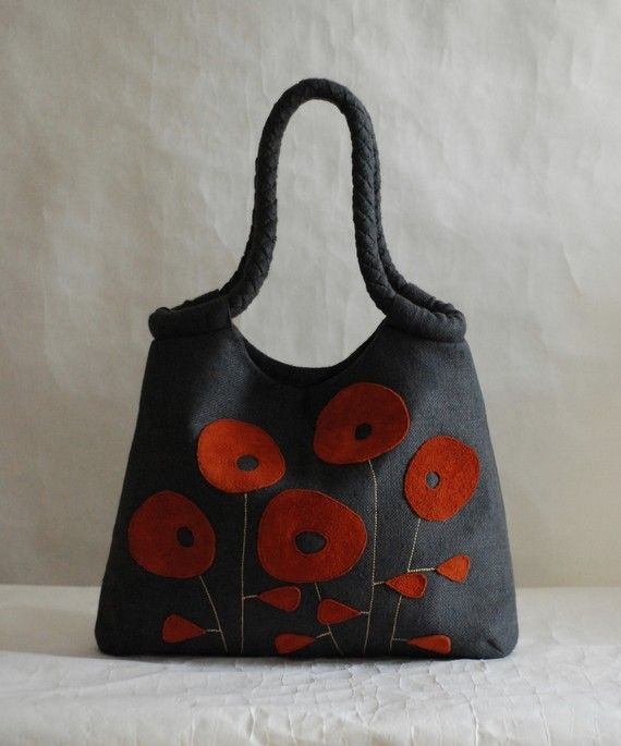 Poppies. LOVE!!! I need to try and make a purse like this...or just buy it!