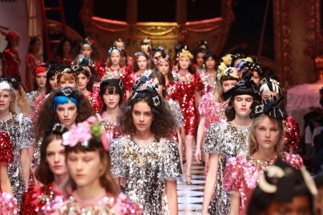 Herken jij ze? Dolce & Gabbana bracht Disney-films tot leven op de catwalk   ELLE