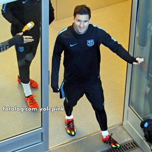 Lionel Messi : Hoje tem Barcelona vs Roma pela Champions League, o jogo será às 17:45 horário de Brasília, Messi está convocado mais ainda não se sabe se será titular.  Bjs | yolepink