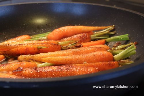 Глазирани с мед и балсамов оцет моркови
