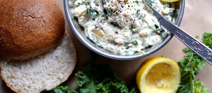 Salatka-z-soczewicy-i-jarmuzu-z-jogurtem