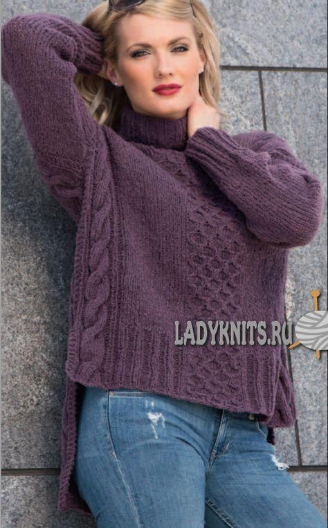 Вязаный спицами модный свитер с удлененной спинкой