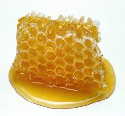 Les origines du miel Le miel est produit par les abeilles mellifères, c'est un produit de la ruche, au même titre que la gelée royale ou le pollen. Le miel est un produit 100 % naturel, sans additif ni conservateur. Le miel est composé de 75 % de sucres...