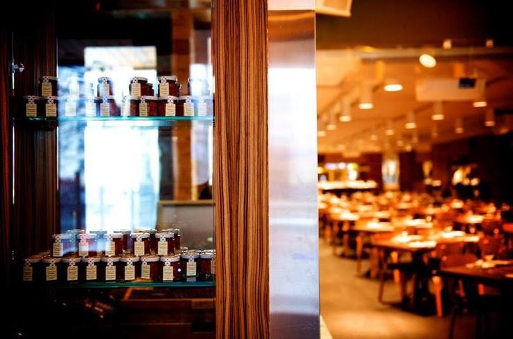 Vous cherchez un endroit chic pour déguster des cocktails entre amis ? Notre concierge vous recommande le Rosalie.