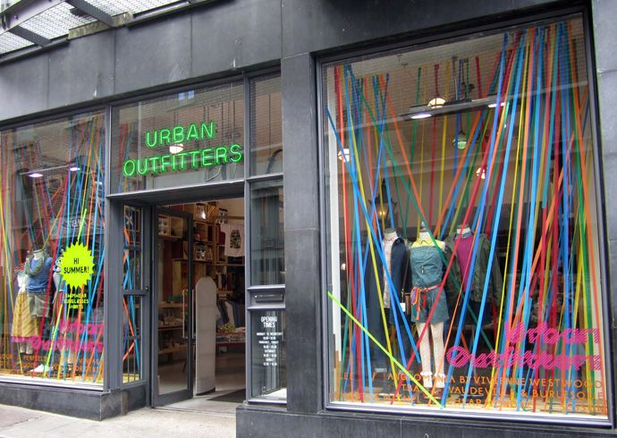 Urban Outfitters display design You can't pass it by. Just can't.  The stripes…
