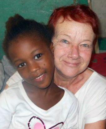 Louise Gaudreau, Montréal. Nouvellement retraitée, Louise s'est d'abord impliquée au sein de T.E.A.M. comme bénévole, avant de devenir adjointe administrative. Elle réalisa son premier stage et mandat de coopérante volontaire pour T.E.A.M. à l'été 2013, avec les enfants d'un orphelinat de Callao, à Lima au Pérou. En novembre, elle décida de repartir poursuivre son implication, cette fois dans une école de Croix-des-Bouquets, en Haïti.
