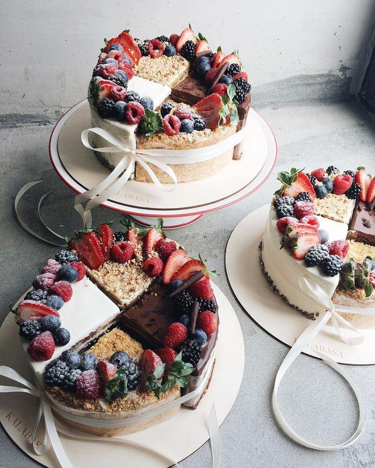 Наши сегодняшние Торты-Ассорти! В составе каждого по четверти тортов: Шоколадный торт с шоколадным ганашем, Сливочно-сырный торт на шоколадном бисквите с апельсиновым конфитюром, Ванильный Наполеон и Медовик Весят ассорти по 2.1 кг, стоят 3800р. Чтобы приобрести, звоните 8-926-308-33-38 или оставляйте ваши заявки в комментариях или Директ, указав номер телефона для связи