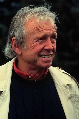 L. - ANP Historisch Archief Community - Toon Hermans (Sittard, 17 december 1916 — Nieuwegein, 22 april 2000) was een cabaretier, zanger, dichter en kunstschilder