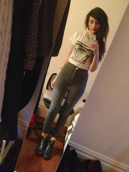 Radiohead Shirt, American Apparel Easy Jeans Skinny High Waisted Jeans, Rm Williams Boots. So cute