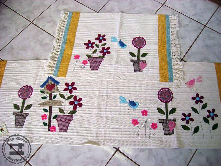 https://flic.kr/p/orEZE5 | Jogo de Tapetes de Cozinha - Doce Lar | Jogo de tapetes de cozinha em algodão cru com bordados em apliquê. Motivo colorido e delicado. Para decorar a casa. Produto artesanal, lavável, durável e exclusivo!   Gostou? Compre agora em: www.anamariabordados.com.br   Enviamos para todo Brasil!