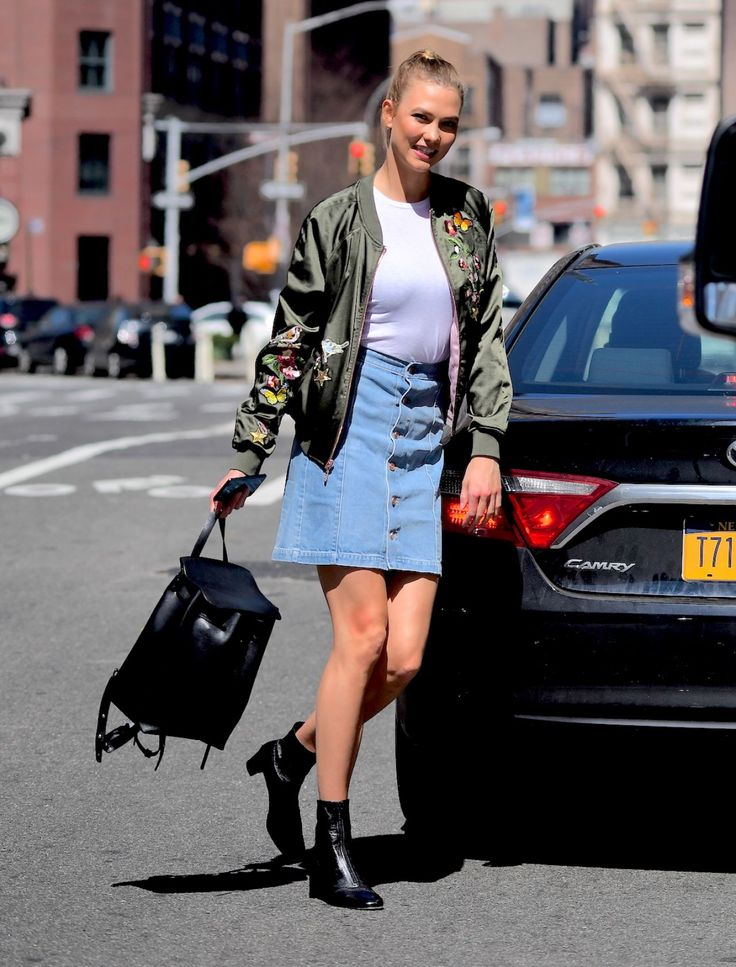 #KarlieKloss, #NYC Karlie Kloss Spring Ideas - Soho in NYC – 04/10/2017 | Celebrity Uncensored! Read more: http://celxxx.com/2017/04/karlie-kloss-spring-ideas-soho-in-nyc-04102017/