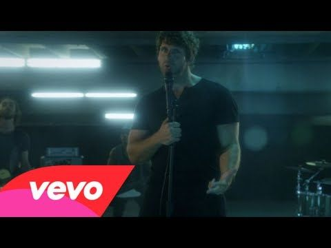 """Billy Currington - Hey Girl """"I know you don't know me but I can't leave here lonely Knowin' I didn't even try to make you mine and You might think I'm crazy Girl but who could blame me You're lookin' so fine, got me all tongue tied"""""""
