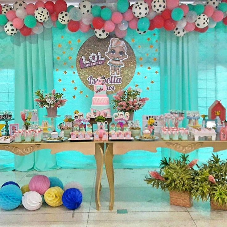 Linda festa das bonecas lol para a Isabella! Obrigada @renatarayner e Wendell pela confiança. Muitas felicidades e bençãos para a doce Bella!!! Doces personalizados por @baladelicianagela. Painel por @atelielapisdecor Arte visual por @matheusmessiass Pipoca gourmet por @lar.de.fofuras Personalizados e decor por @eliana.oliveira.soares Salão de festa @confetekids Flores @denivaldogoecking e @floriculturamarthaflores #festascraftdalili #festainfantil #festademenina #lolsurprise #lolpart...