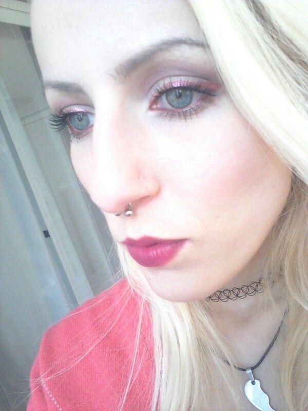 Eyeliner rosso con Opulence di Zoeva