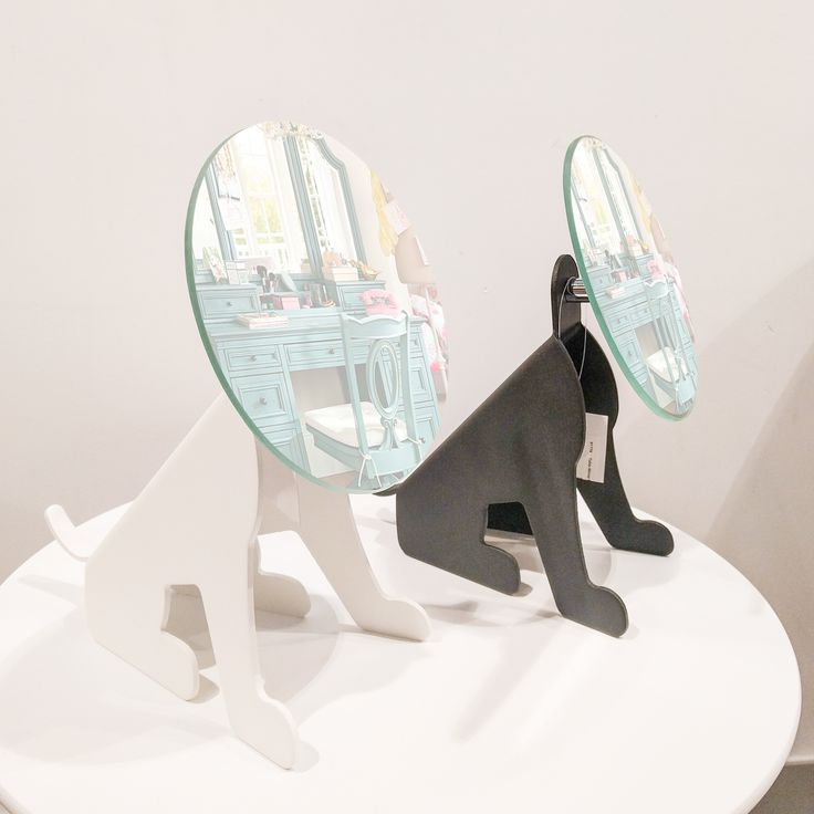 original espejo con forma de perro para tocador