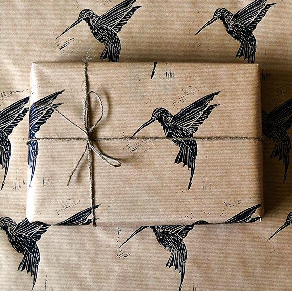 Hoi! Ik heb een geweldige listing op Etsy gevonden: https://www.etsy.com/nl/listing/151168727/hummingbird-rustic-hand-printed-wrapping