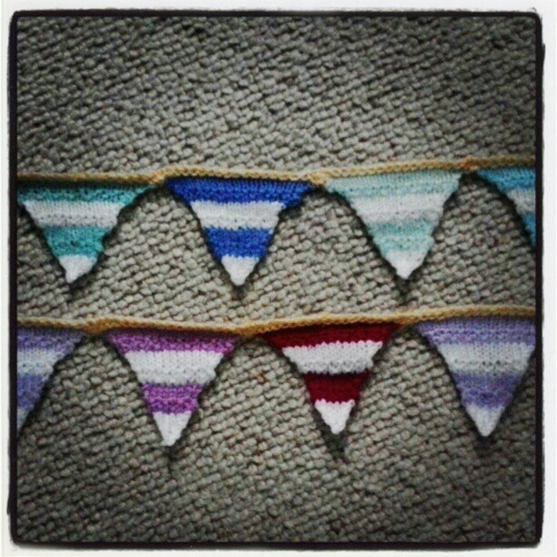 Bunting Knitting Pattern : 25+ best Knitted Bunting ideas on Pinterest Crochet bunting pattern, Croche...
