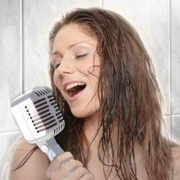 Wenn du einen Freund hast, der sein Gesangstalent gerne noch unter der Dusche versteckt, kannst du seiner Karriere mit dem Mikrofon Duschkopf einen Schub verleihen! Like <3 Repin <3