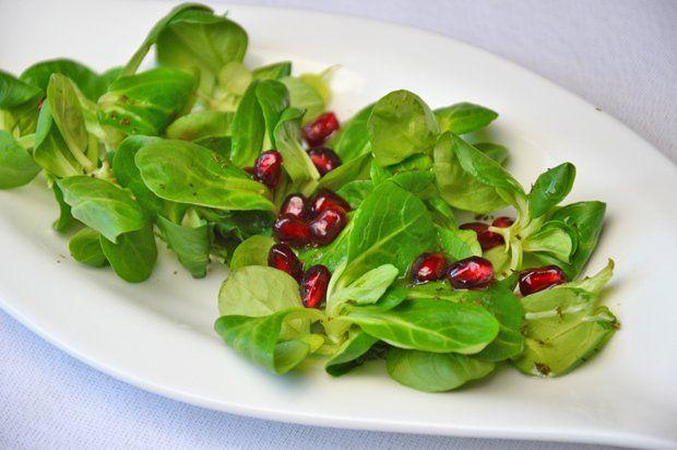 Vogerlsalat mit Granatapfel - Rezept | GuteKueche.at