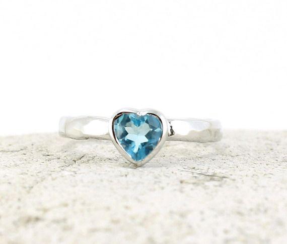 Bague coeur topaze bleue en argent martelé Bague de fiançaille artisanale