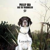 """Phillip Boa ist mit seinem neuen Album """"Loyalty""""  ein souveränes Werk mit ebenso energiegeladenen wie melodischen Songs gelungen. Das mittlerweile 17. Opus des Dortmunder Indierockers besticht durch eingängige, fast hitverdächtige Refrains im gewohnt eckigen, kantigen und originären Voodooclub-Sound."""