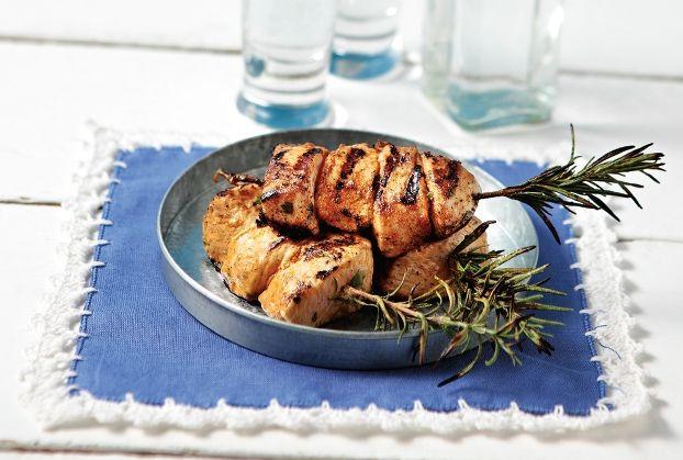 Κοτόπουλο μίνι σουβλάκι σε δροσερή καλοκαιρινή μαρινάδα