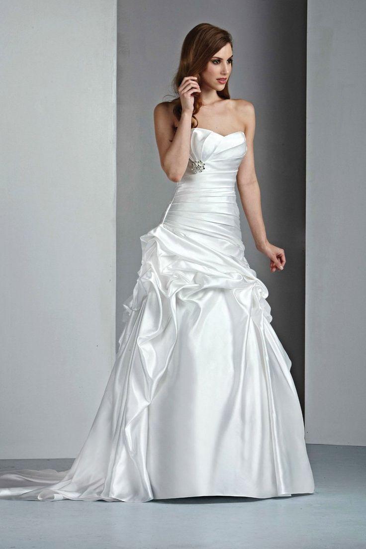 DaVinci 50002 Diamond White size 8 In Stock Wedding Dress