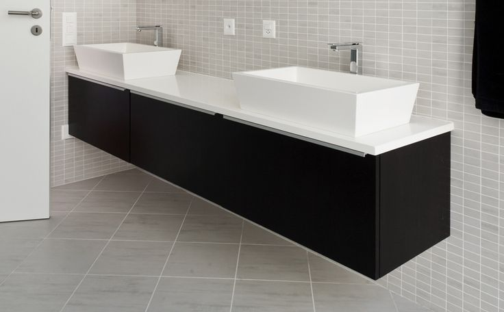 zwart-wit badkamermeubel