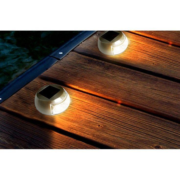 Acende automaticamente ao escurecer após carregar com a luz do sol; Autonomia de até 10h após um dia inteiro de sol;
