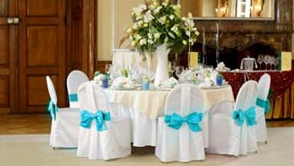 Table couvre chaises