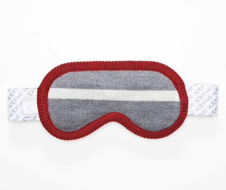 Volprivé MÉDITATION eye mask from the Montréal collection.  Comes with a removable beads filled pad and its adjustable strap for a perfect comfort and light blocking effect.