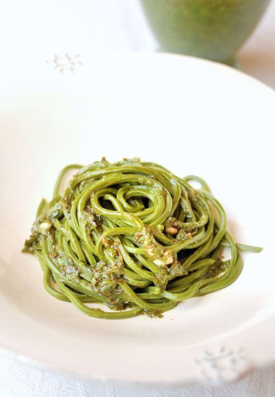 Matcha Noodles. These refreshing green tea noodles will add some extra flavor to your lunch. Yum! #matcha #lunch #noodles