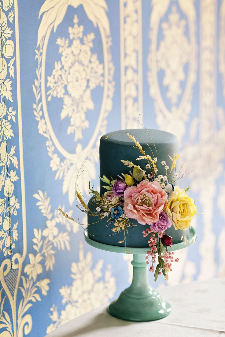 We love the boho vibe of this sweet cake by @AmySwannCakes #WeddingCakeInspirations #TealWedding #BohoBride