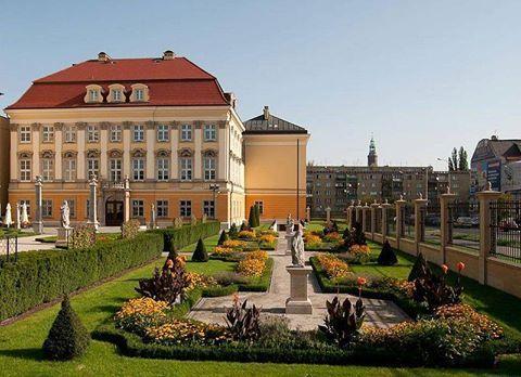 Dlaczego warto przyjechać do Wrocławia? Bo można odwiedzić niesamowity Pałac Królewski.  http://www.idodo.pl/