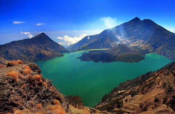 Mount Rinjani or Gunung Rinjani is an active volcano in Indonesia on the island of Lombok   Need Traveling? Call us RAJA-WISATA.com 081265576555 #VisitIndonesia2014
