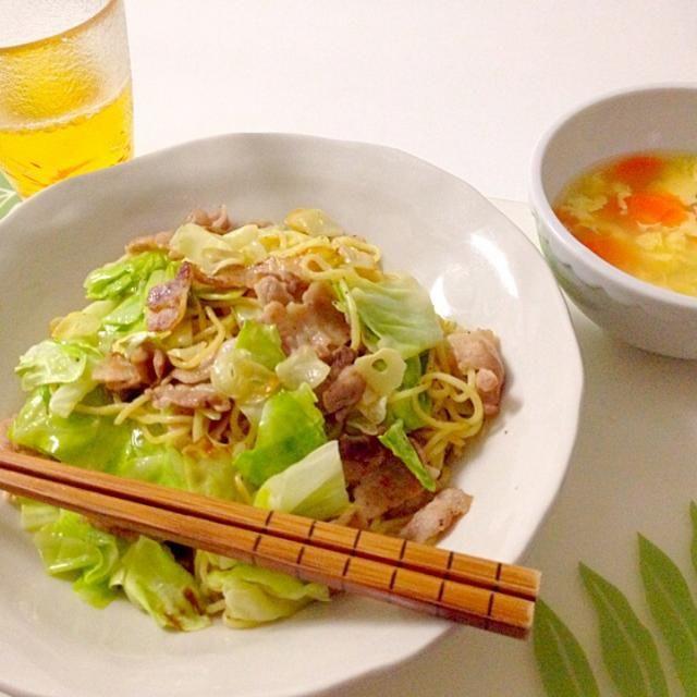 今夜は簡単に… - 20件のもぐもぐ - キャベツと豚肉の塩焼きそば・中華スープ by accachan096Y1