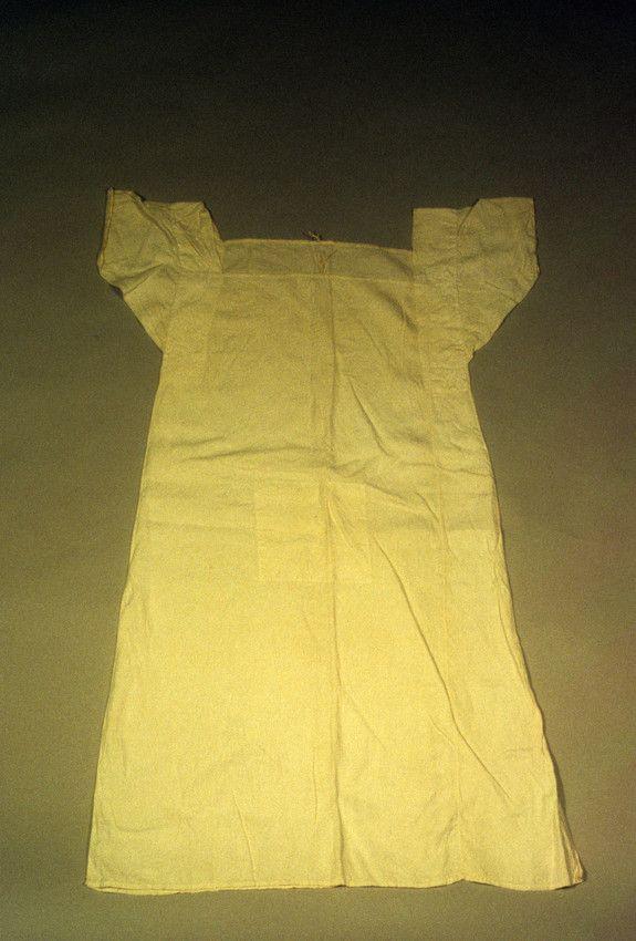 1800-1815; CHEMISE | Clothing--Underwear | 1934.948 -- Historic New England