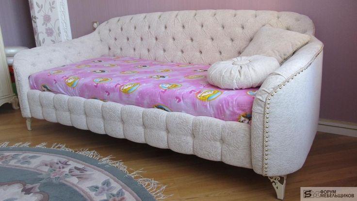 Детская кроватка для принцессы по мотивам диванчика