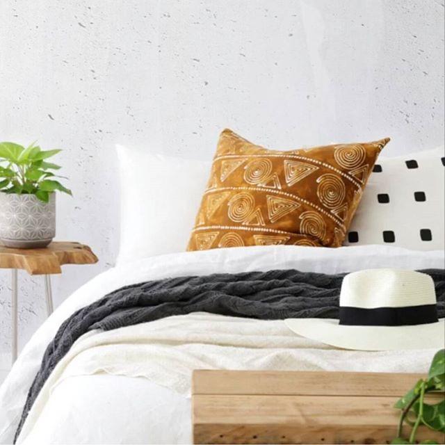 Black belt styling & photography ♠@villastyling | Lazy Sunday vibes #lazysunday #sunday #interiors #stylist #decor #brisbane #villastyling #coca_mojo #textiles #bed #linen #style #blackandwhite #cushion