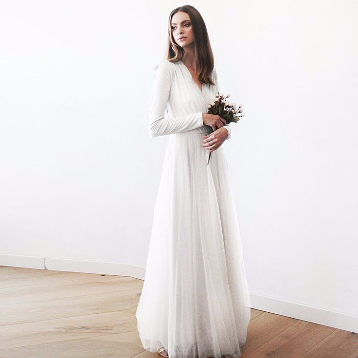 A refined and classic fit designed for style, comfort and form, the Maxi Tulle Dress with Long Sleeves lends a touch of fantastical sophistication for a graceful, timeless wardrobe piece. A hint of wh
