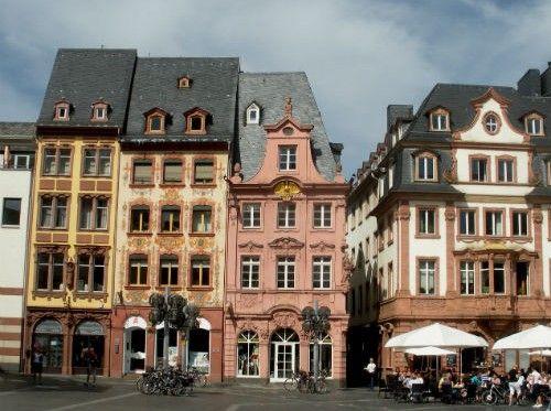 Mainz-Colorful-Houses-e1365629403356.jpg (500×373)