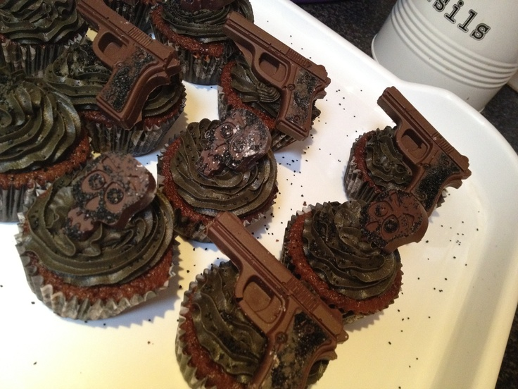 Chocolate guns and skull gangster cupcakes