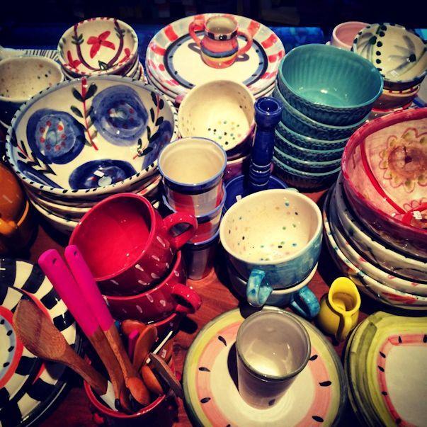 Bretaña Local de objetos decorativos para el hogar ubicado en Palermo con una amplia variedad de productos realizados en porcelana. Jarras • Tazas y tazones• Fuentes y bandejas• Bowls y ensaladeras• Teteras• Vasos• Copas• Jarras• Frascos• Platos playos, hondos y de postre• Azucareras• Porta utensilios• Especieros• Mantequeras• Utensilios de cocina• Almohadones• Manteles• Individuales y servilletas• ... Seguir leyendo