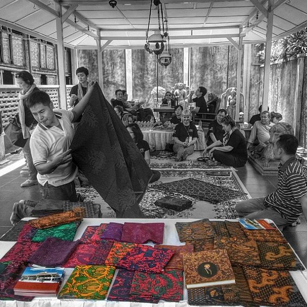 Batik as an Indonesian cultural treasure. at Gallery Go Tik Swan. #apsdaday2 #livefromapsda2014 pic of @apsdaindonesia