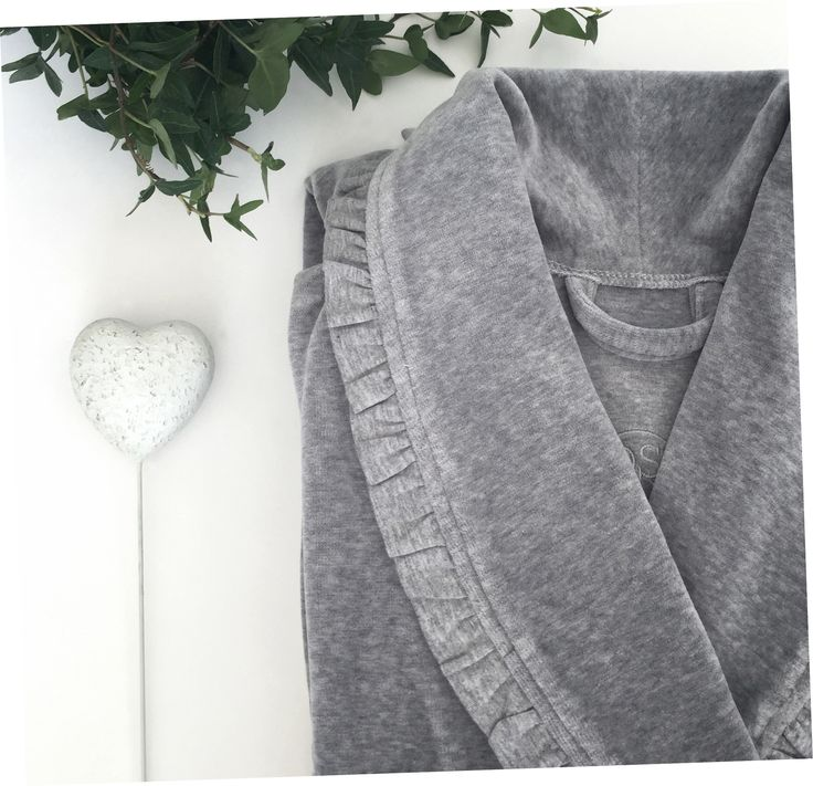 a touch of grey! <3 #vossentowels #vossencollection #bathrobe #arielcollection #greyisthenewblack