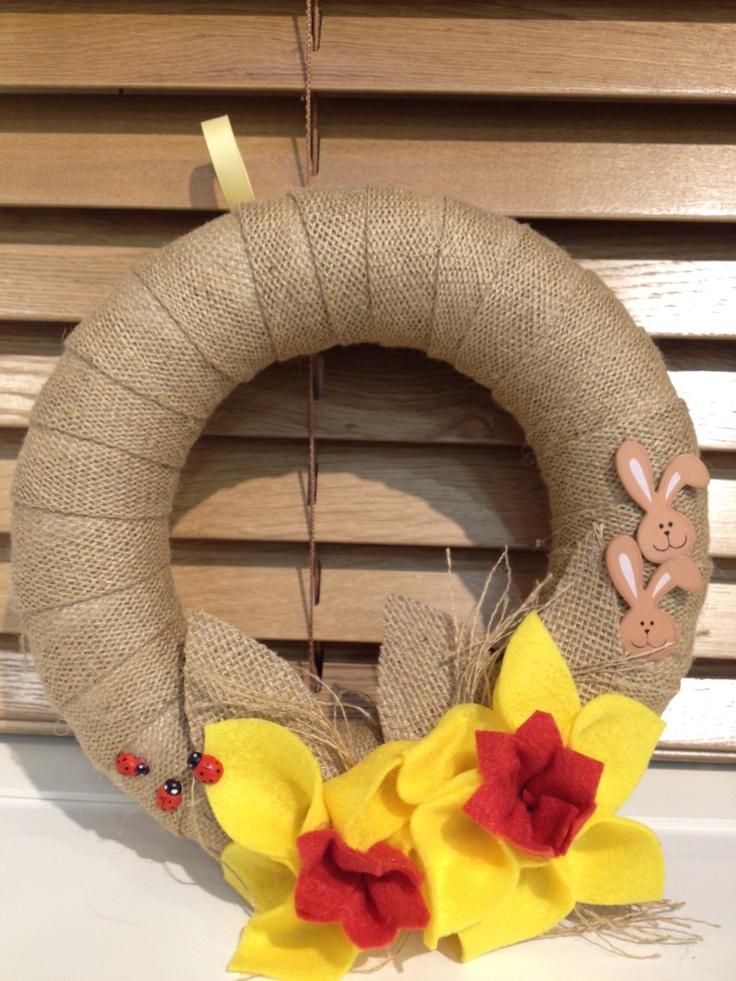 Hessian polystyrene wreath decorated with felt daffodil.