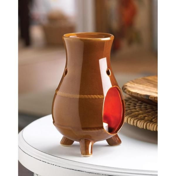 An ode to old-world ovens with mixed matte and gloss terracotta finish and southwestern design, this ceramic oil warmer is a pleasing sight as it fills your roo