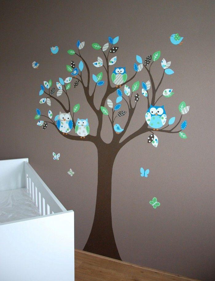 Muurschildering van een moderne boom met uiltjes voor in de babykamer. In tegenstelling tot een muursticker, kan dit wel op structuur. Kan op elke wijze gevarieerd en aangepast worden door BIM Muurschildering.
