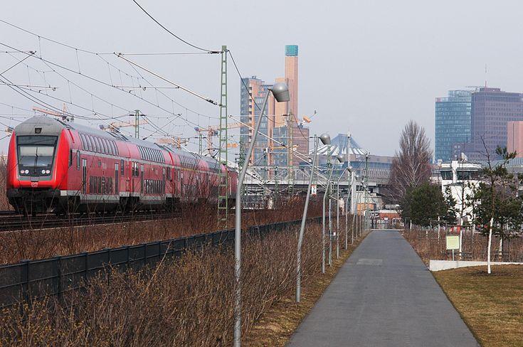 Városi park a vasút árnyékában